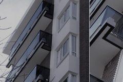 BALCONES - Aluminio con vidrio contenido